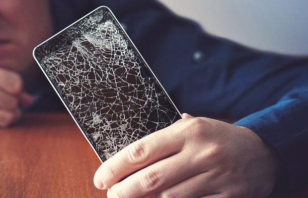 xl-2020-broken-screen-1.jpg
